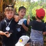 אלי אסקוזידו מארגן סיור לילדי הגנים במדרשת הארץv