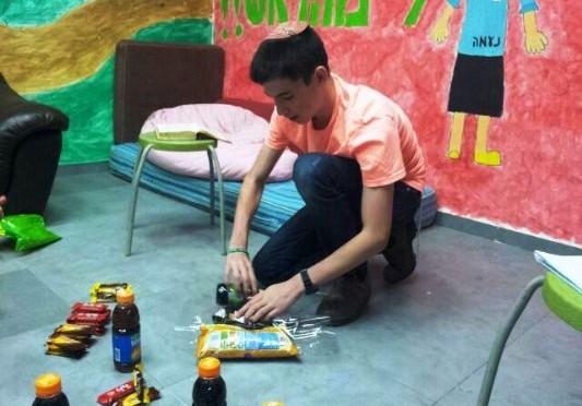"""אלי אסקוזידו מעודד את נוער מועצת נחל שורק לתמוך במבצע """"שובו אחים"""""""