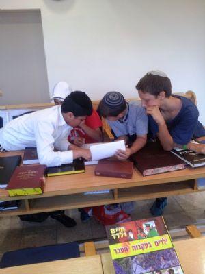 אלי אסקוזידו מעודד ימי לימוד תורניים בימי בין המצרים