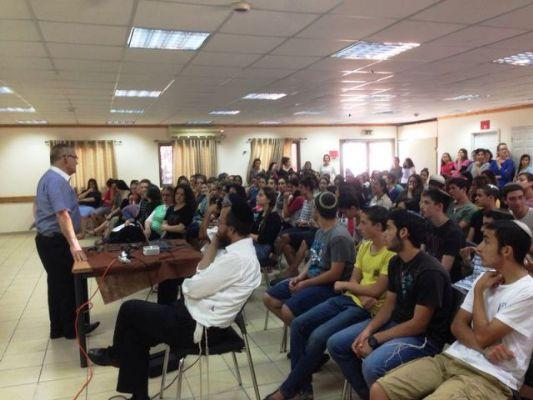 אלי אסקוזידו מלווה את קייטנות המועצה בהכנות