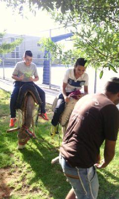 אלי אסקוזידו עורך יום גיבוש לתלמידים העולים לחטיבה